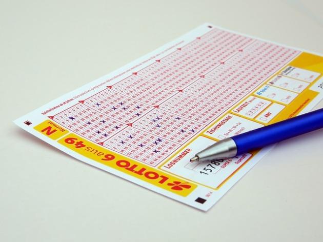 Lottoschein & Kugelschreiber